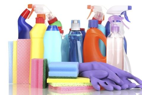 Il materiale per fare pulizia in ufficio pulizia dell for Materiale per ufficio
